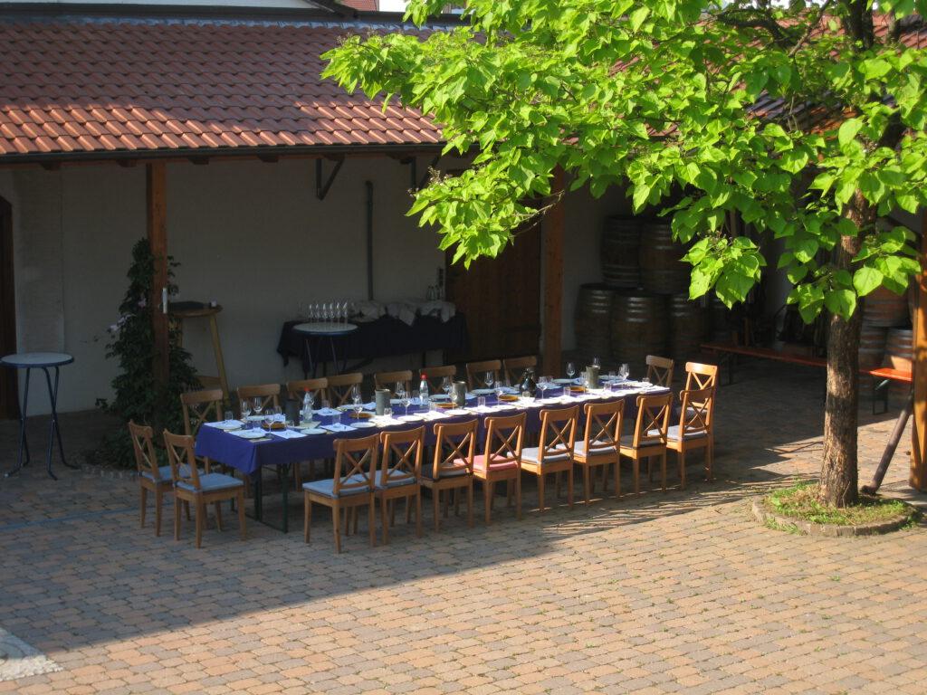 Essenstafel im Weinhof